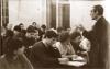 А.Н. Леонтьев читает лекцию